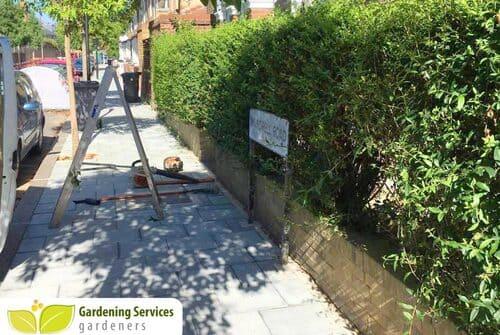N22 garden edging Alexandra Park